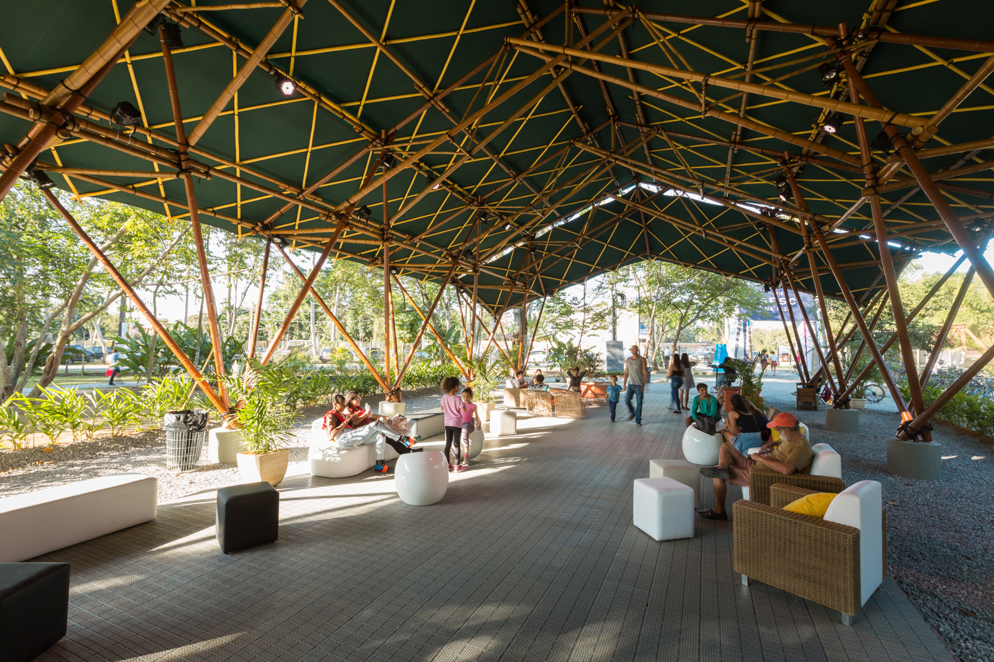 Deployable-bamboo-space-structure-pavilion-Bambutec-9.jpg